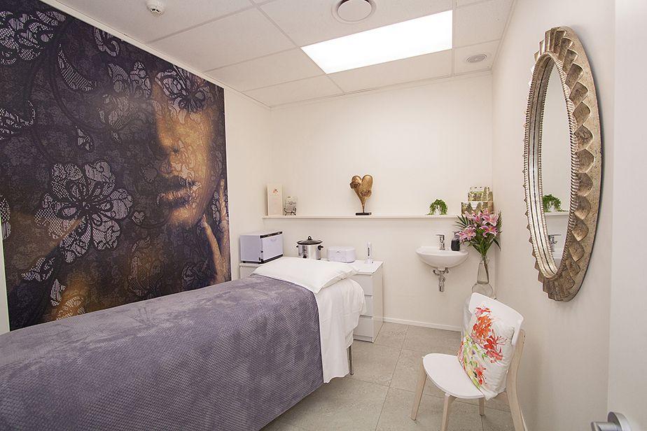 Pleasant Pania Ryan Beauty Retreat A Floral Escape Beauty Beauty Interior Design Ideas Ghosoteloinfo