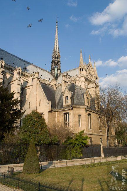 Square Jean, Notre Dame, Paris, France