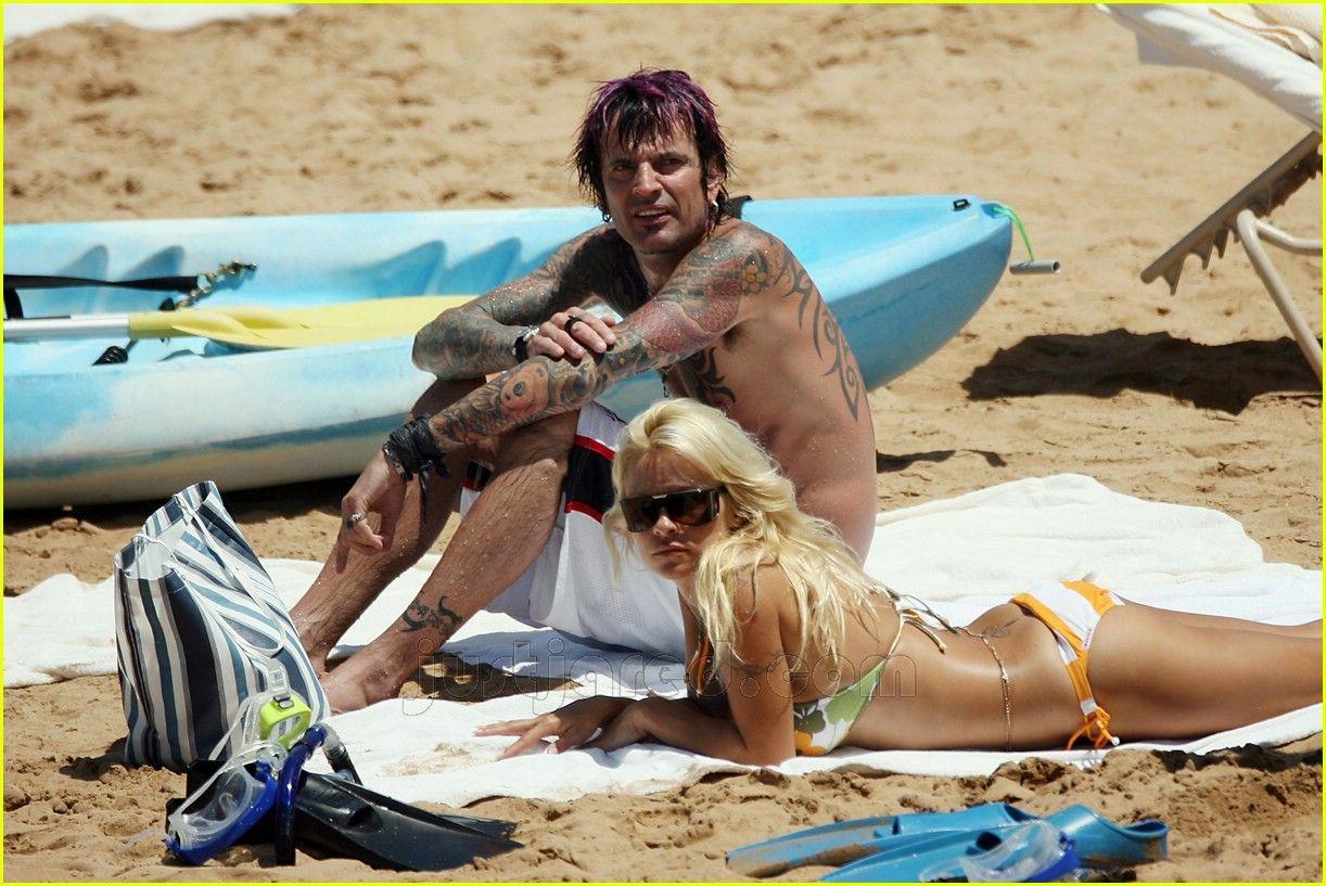 Памелла андерсон и томми ли джонс на яхте смотреть, частные фото на мальдивах