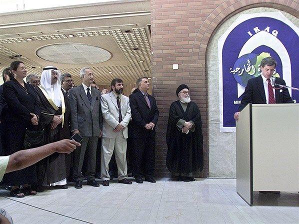 Conselho do governo do Iraque é estabelecido (© Manish Swarup/AP)