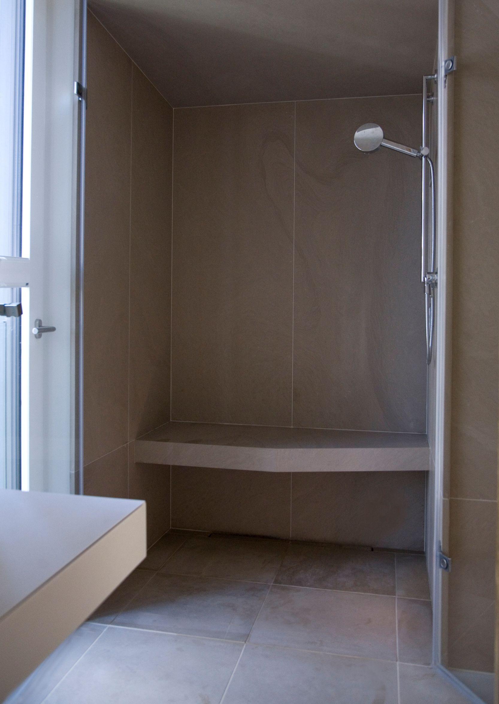 bodengleiche dusche mit sitzbank in jasmin d, gefertigt und