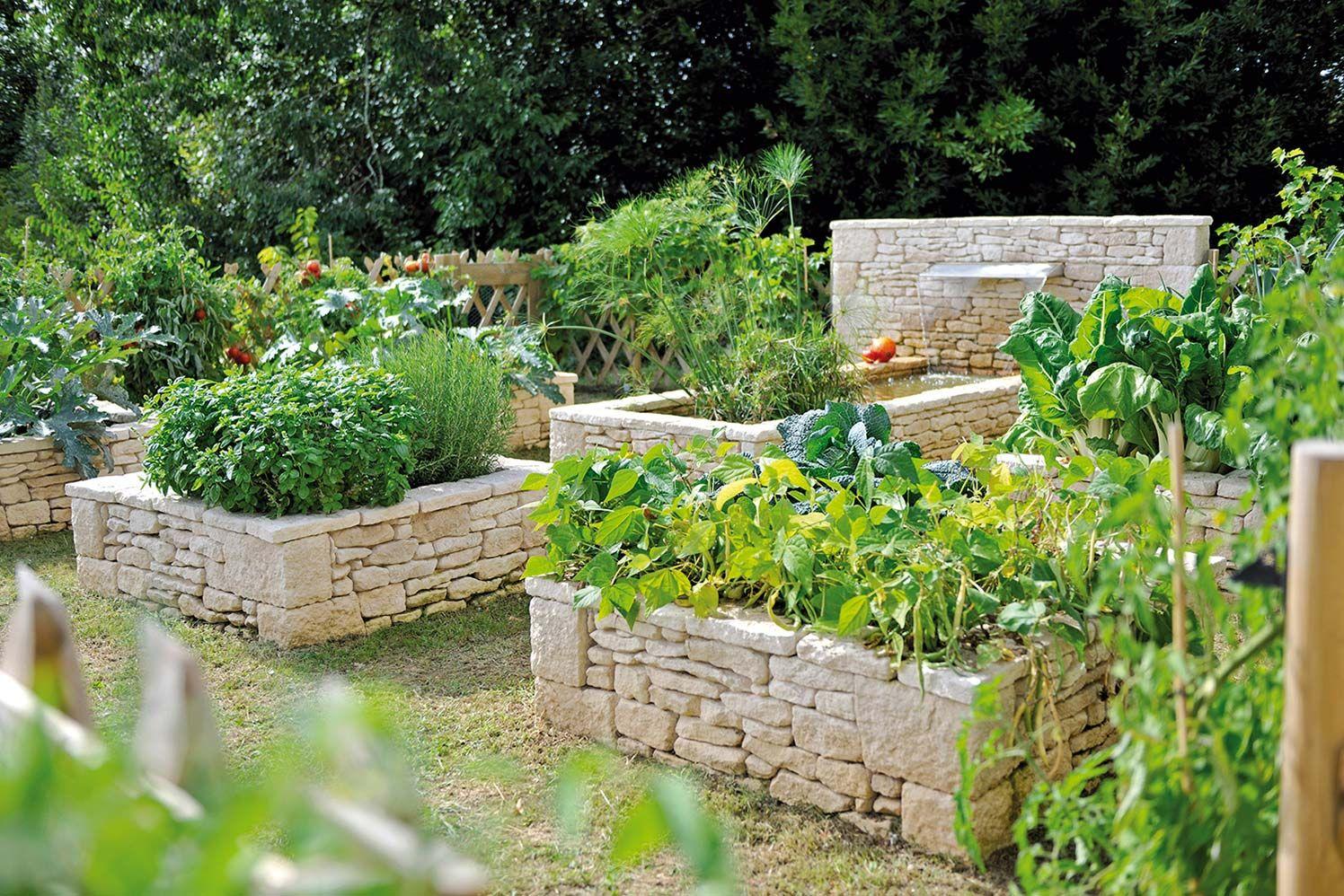Un Potager En Carré terrasse : jeux minéraux et aquatiques | vegetable garden