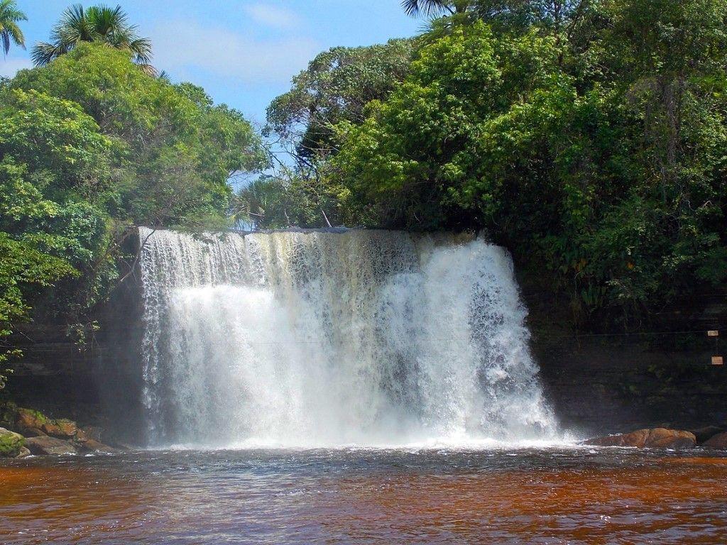 Uma cachoeira em um parque ecológico, no Maranhão,  Talvez Carolina, ou na Chapada da Mesa.
