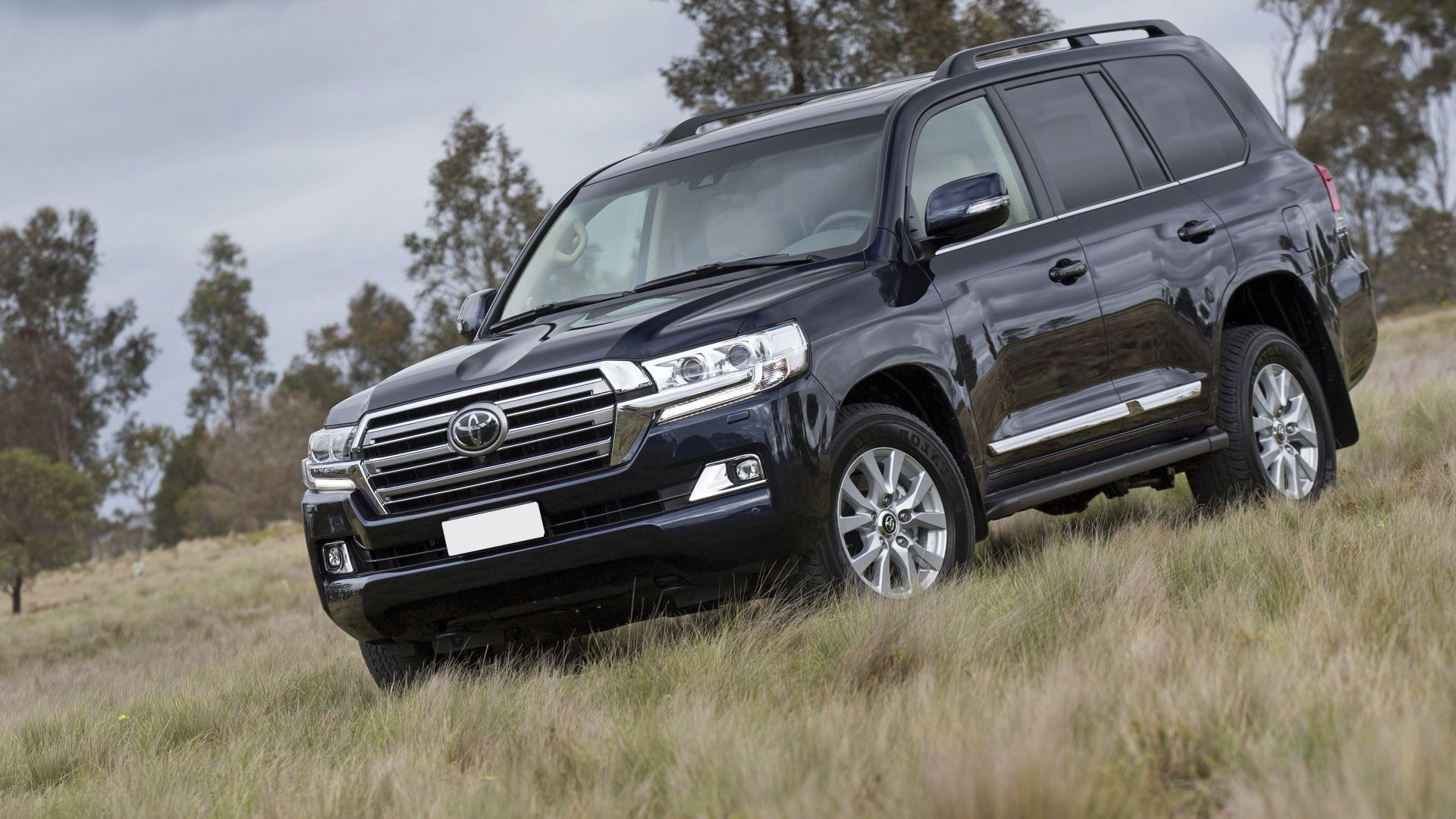 new 2019 toyota land cruiser 200 review