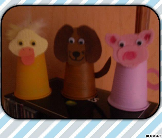 animaux avec des gobelets en plastiques activit s divers pinterest gobelet en plastique. Black Bedroom Furniture Sets. Home Design Ideas