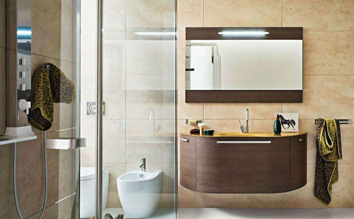 Bad Einrichten, Beige Keramikfliesen,waschbecken Mit Unterschrank Aus Holz,  Duschkabinne Aus Glas