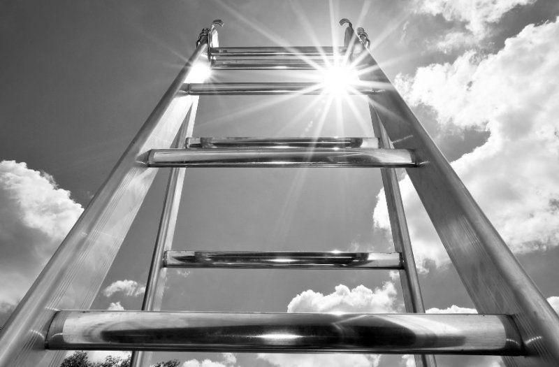 Transformatiivinen johtajuus (eng. Transformational Leadership) keskittyy johtajan henkilökohtaisen kapasiteetin kehittämiseen ja mindsetin muutokseen.
