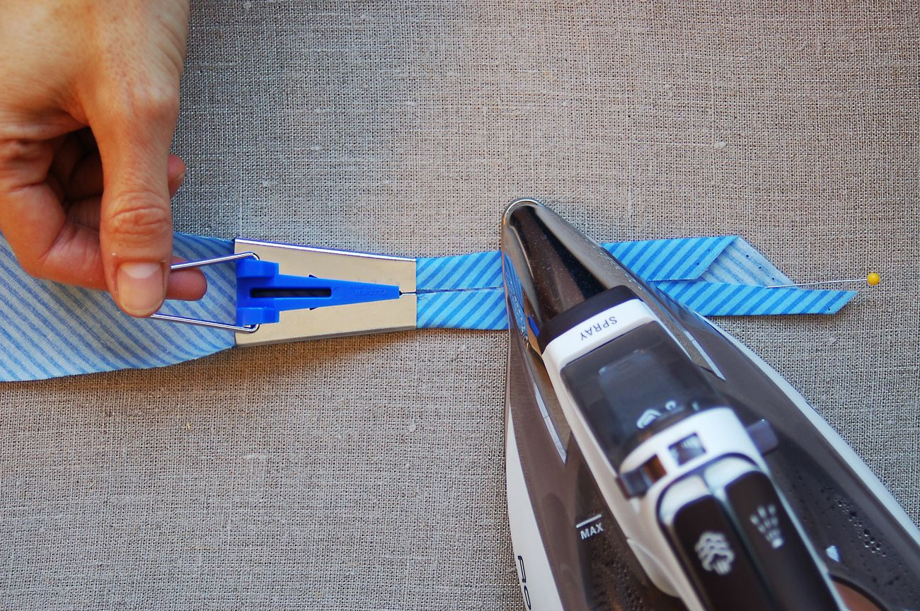 How to use a bias tape maker. Oliver + S blog.