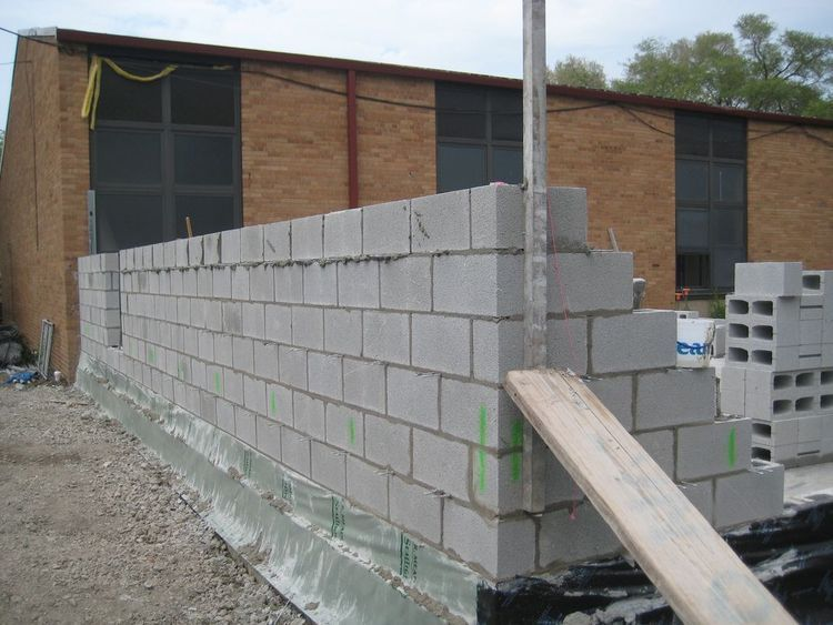 Step By Step On How To Build A Concrete Block Wall.
