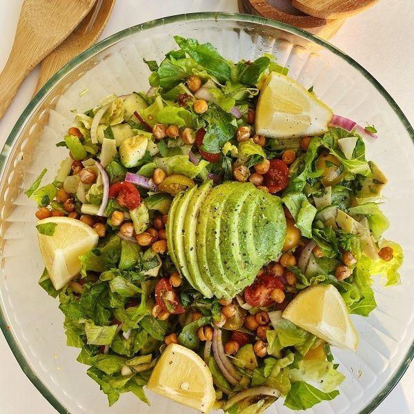 Ein bisschen VEGAN CHOPPED SALAD für dich an diesem Dienstag 🌱 Es ist WIRKLICH schwer für mich …   – Healthy options