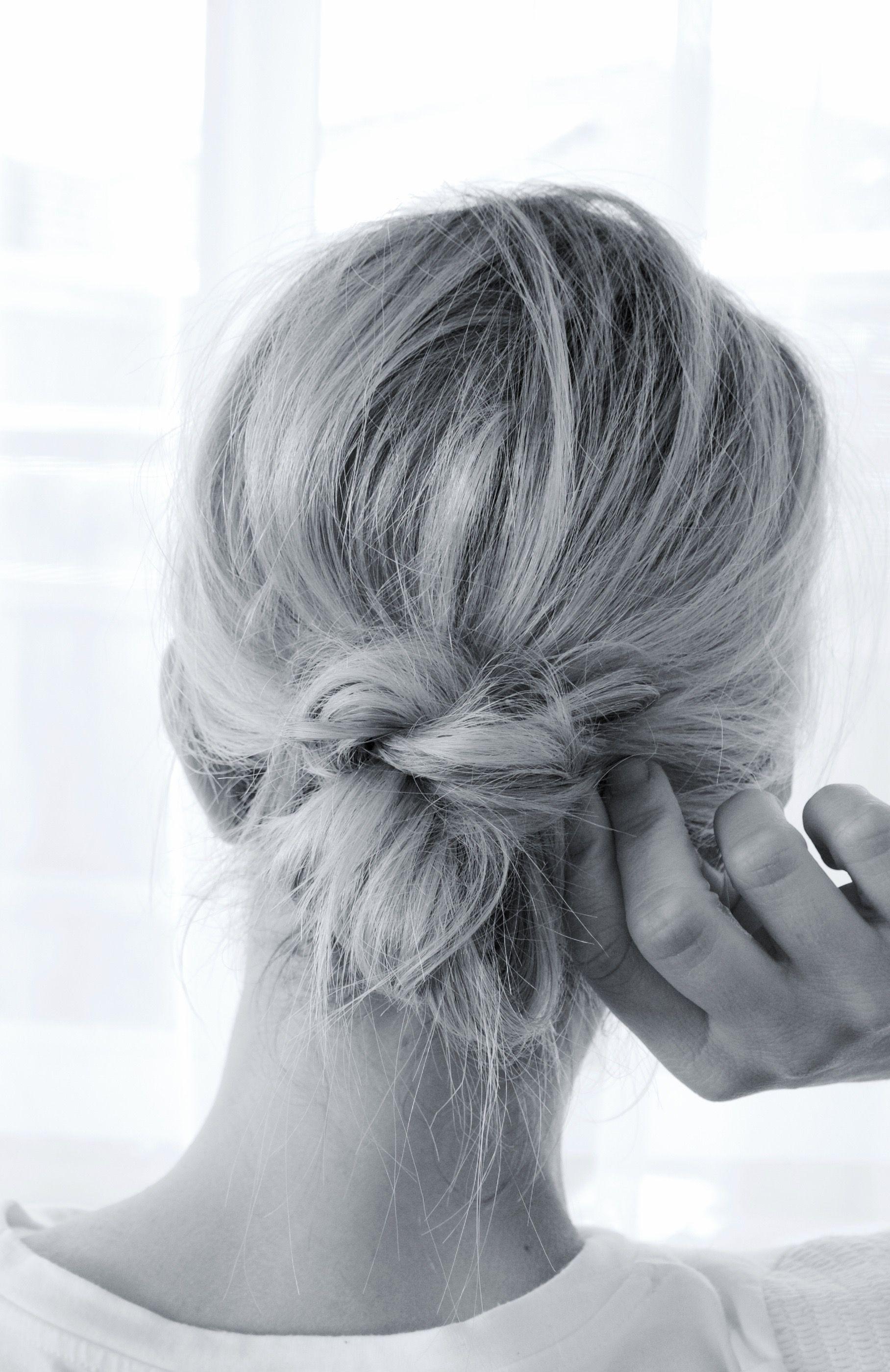 My Easy Low Bun Tutorial Coming Soon Tutoriels Pour Chignon De Cheveux Cheveux De Feu Coiffure De Bal