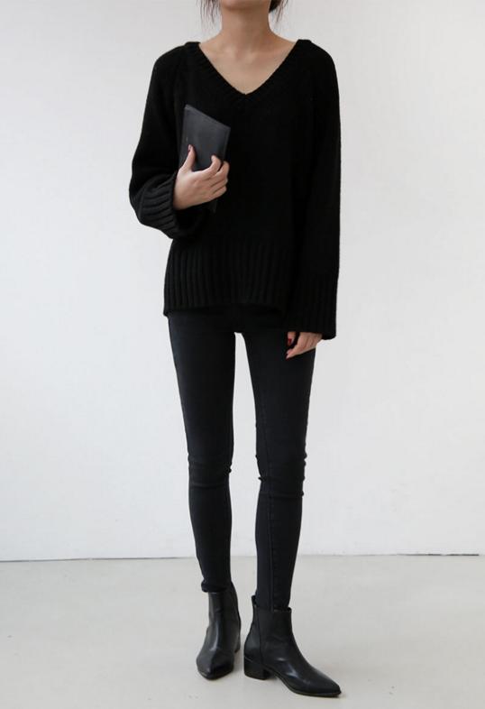 Pull noir, pantalon noir, Chelsea boots.Tout simple mais indispensable !