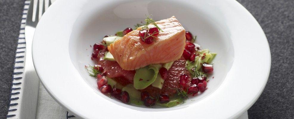 Insalata_salmone_ scottato_chicchi_rossi
