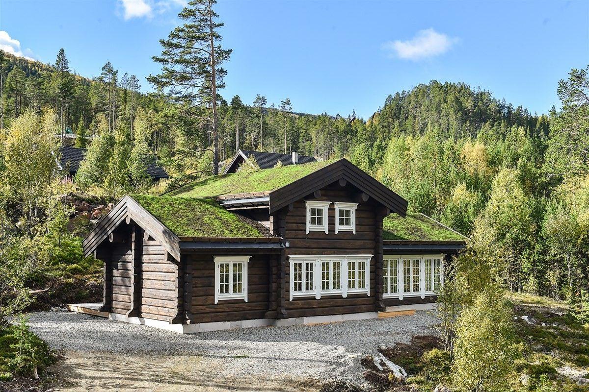 FINN – UVDAL ALPIN - ferdigstilt laftehytte kun 200 meter fra bakken med stor loftsetasje med gulvflate 37kvm