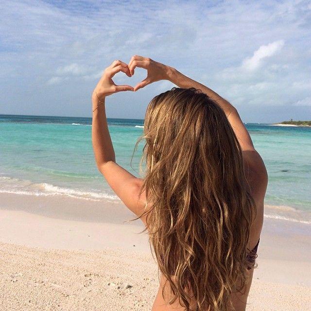 Wishing you all much love! ❤️❤️❤️ Desejando a todos vocês muito amor! - @giseleofficial- #webstagram