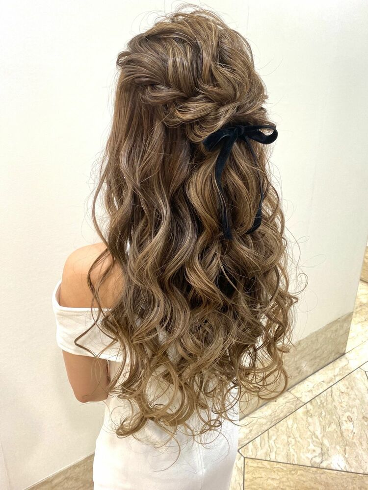 結婚式や二次会におすすめ 華やかハーフアップアレンジ E Ll Collection イーエル コレクション 伊織 優のヘアスタイル情報 Yahoo Beauty 盛り 髪 ウェディング ヘアスタイル 髪型 ハーフアップ