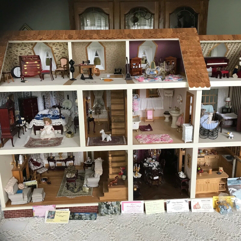 victorian dollhouse, furniture, curtains and lighting. Handmade, ship if needed #victoriandollhouse