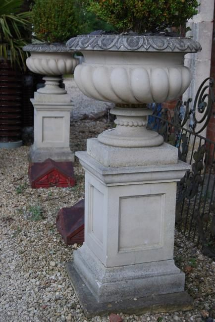 Charmant A Pair Of English Composition Stone Garden Urns On Pedestals,