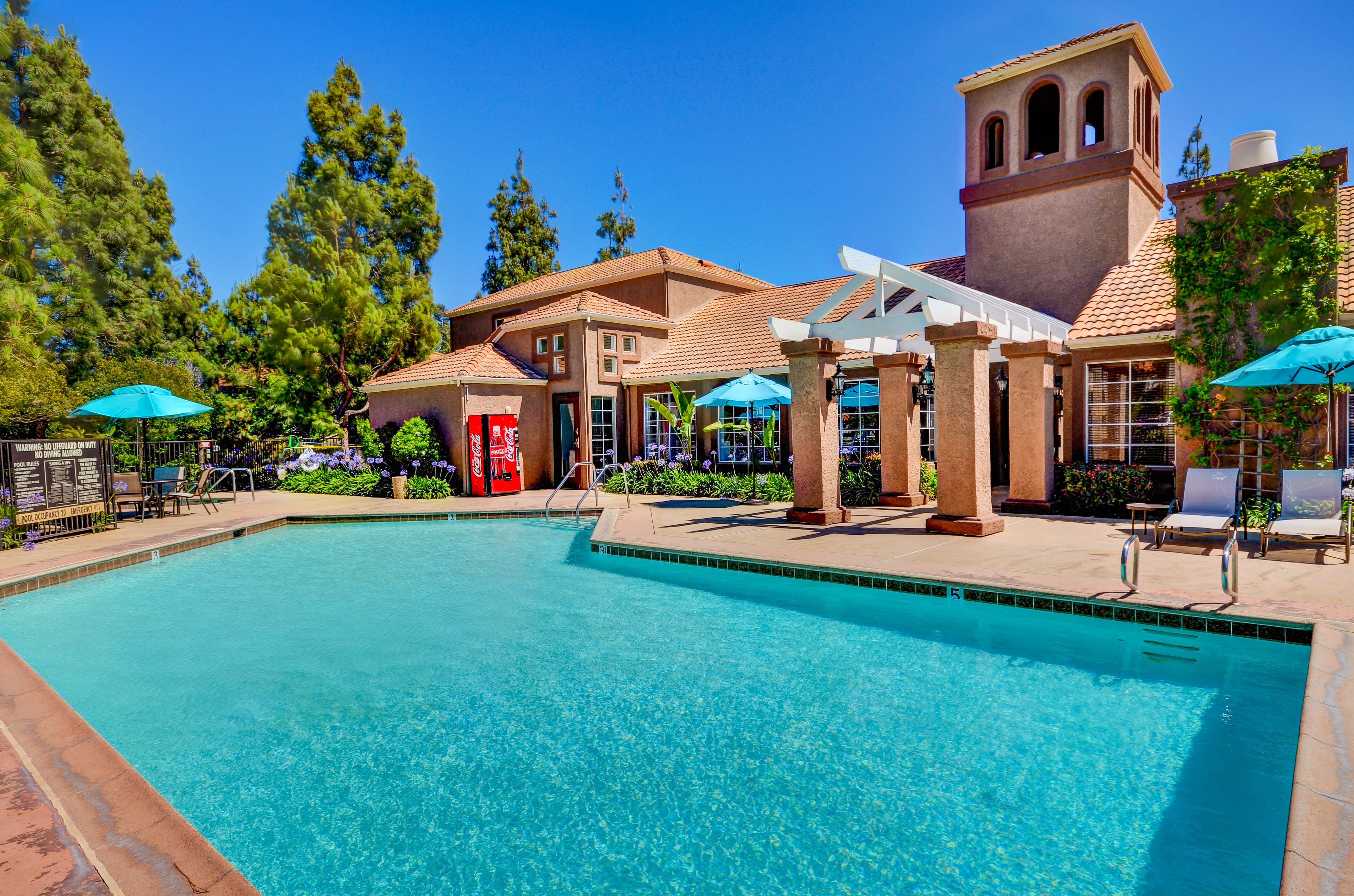 Enticing swimming pool at Sierra del Oro Apartments in