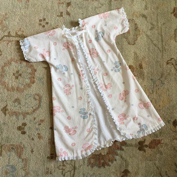 Vintage 1960s Baby Size 3M Layette Robe VGC / chest 20