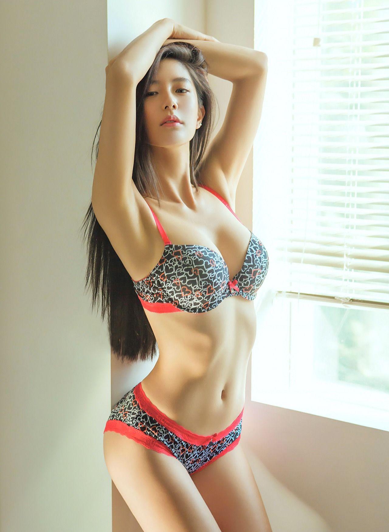 Asian model serena lee