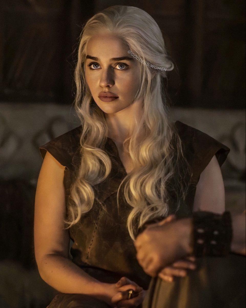 Emilia Clarke, Khaleesi   Emilia clarke, Mother of dragons