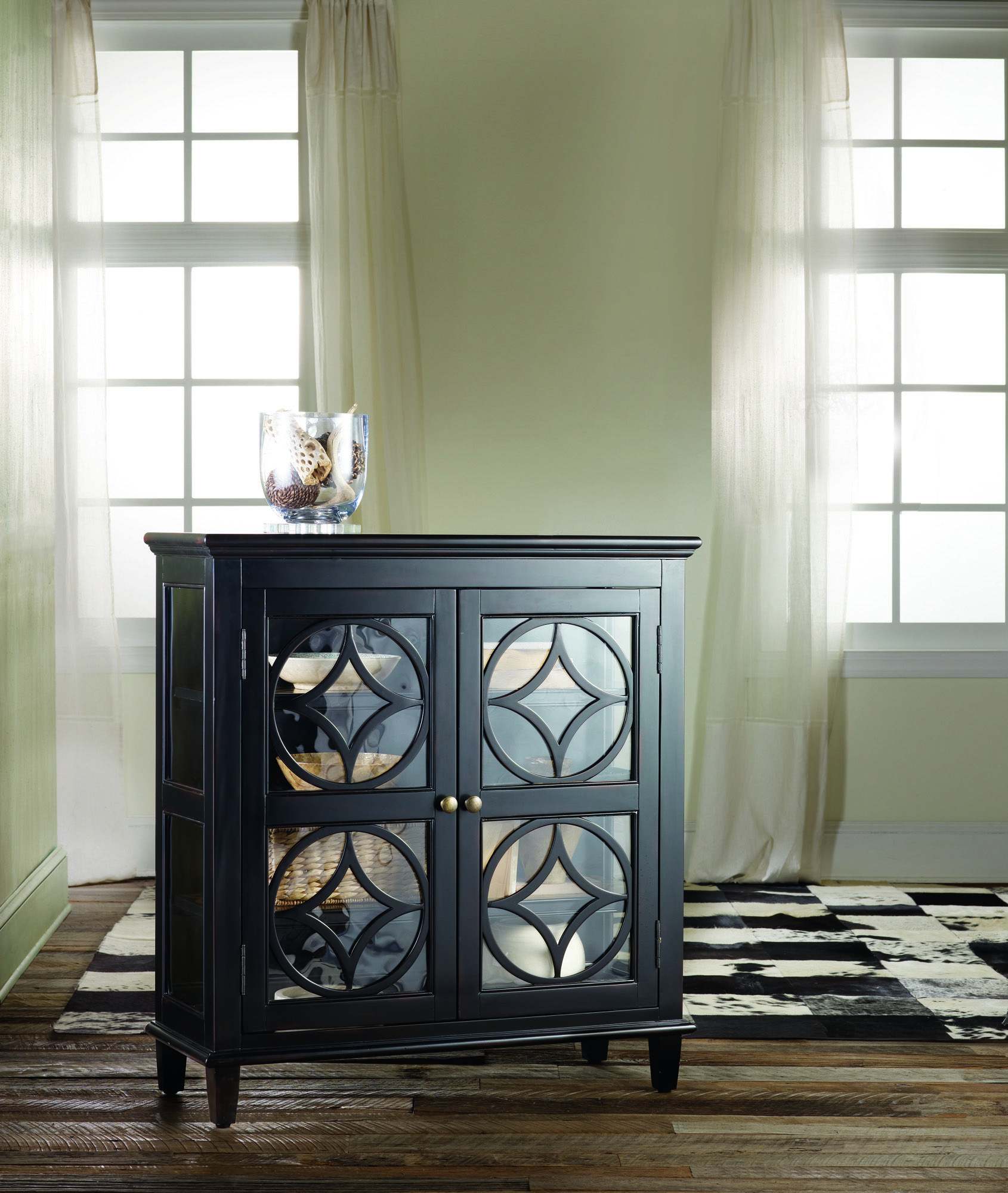 H Contract Furniture | 638 50031 Boulevard Display Chest