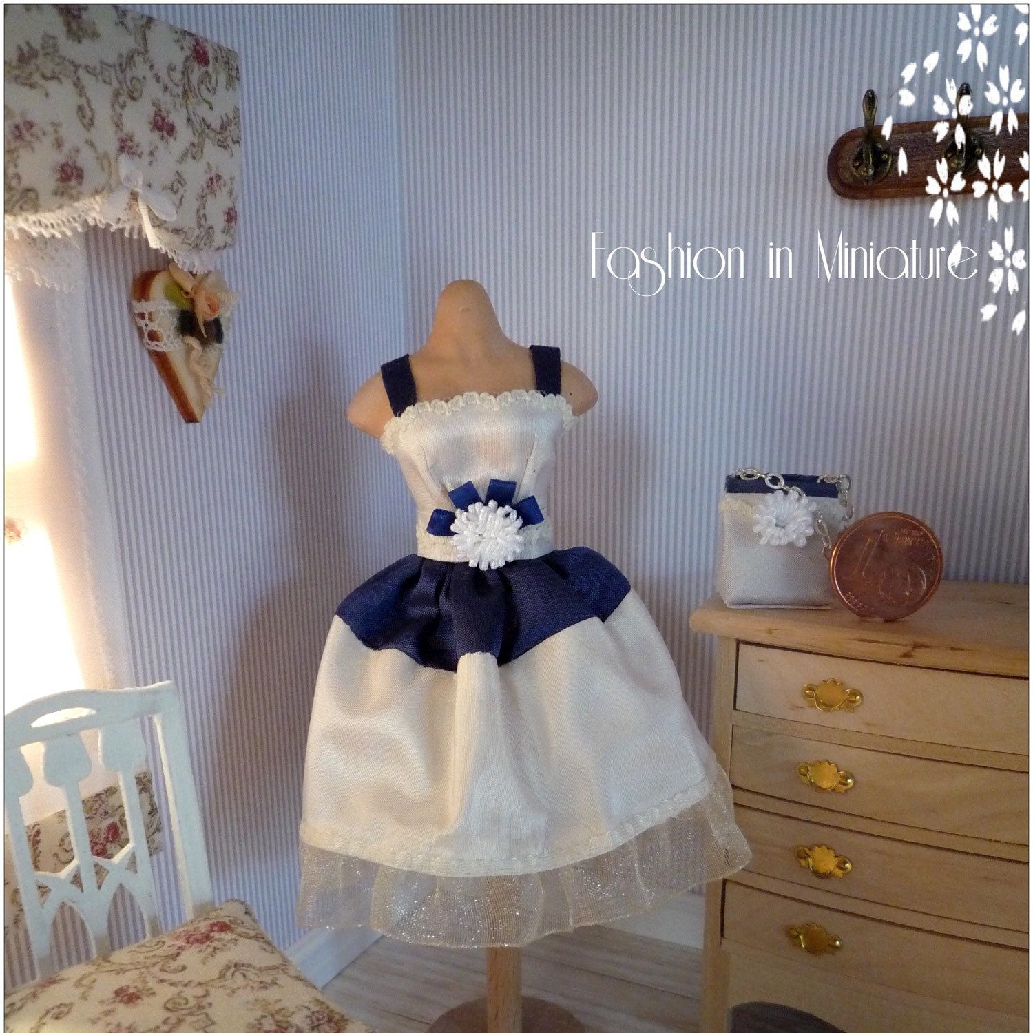 Cocktail dress in white and blue