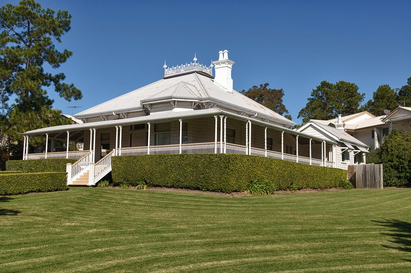 Magnificence of a true home found in the queenslander for Classic queenslander house