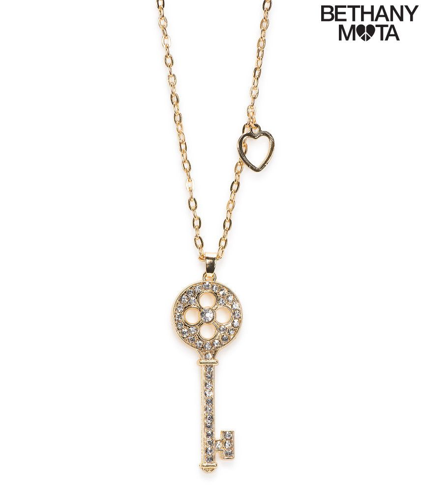 Hello!! This cute necklace is an adorable accessory from the Bethany Mota collection at Aeropostale! This necklace is cute with a cardigan or a fluffy sweater! You can purchase this key necklace online at http://www.aeropostale.com/product/index.jsp?productId=50108906&cp=3534618.3534619.3534623.3541049.23753606 #teenfashion #bethmota
