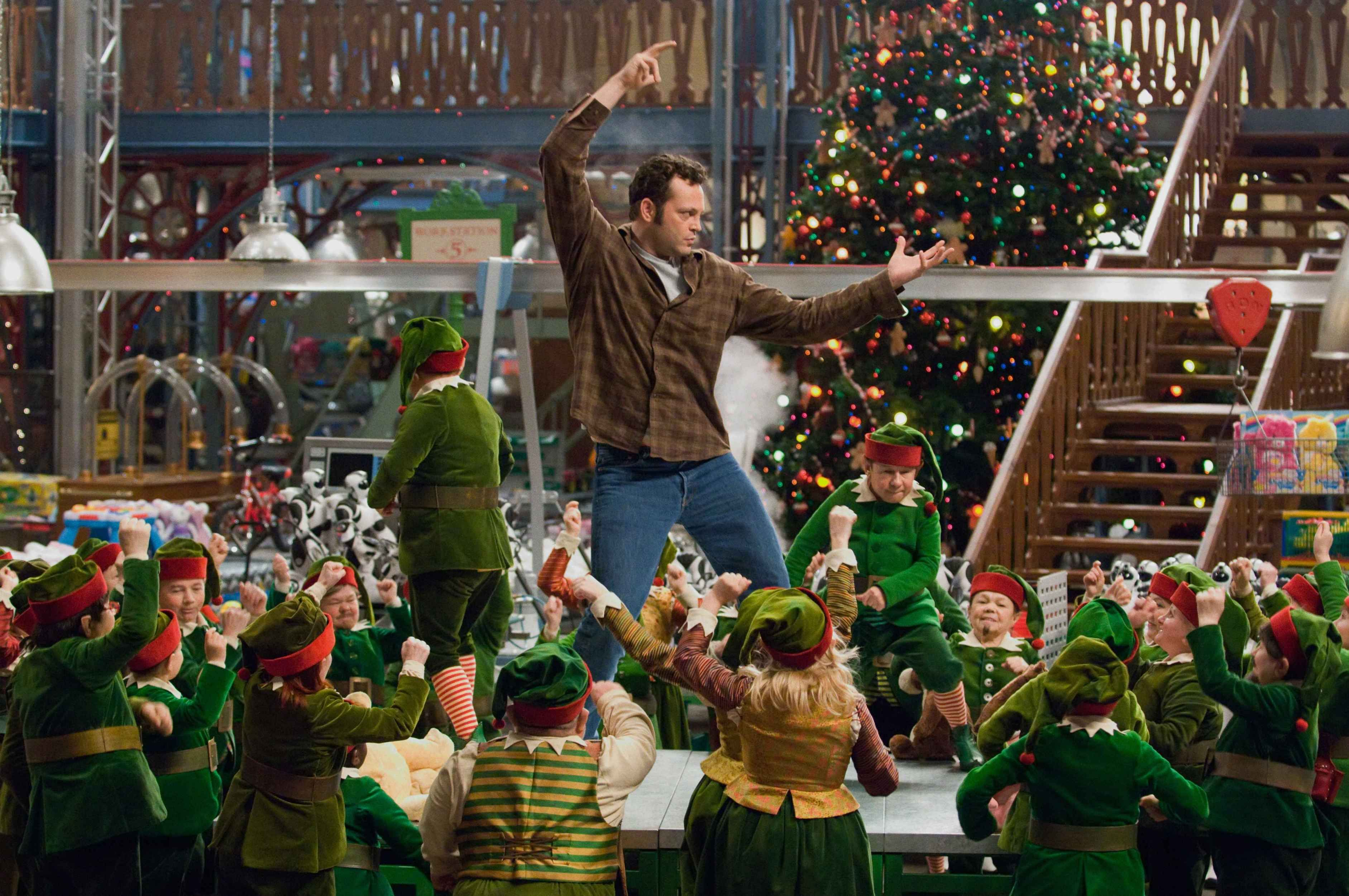 Fred Claus Movie Still 2007 Vince Vaughn As Fred Claus Fred Claus Classic Christmas Movies Christmas Movies