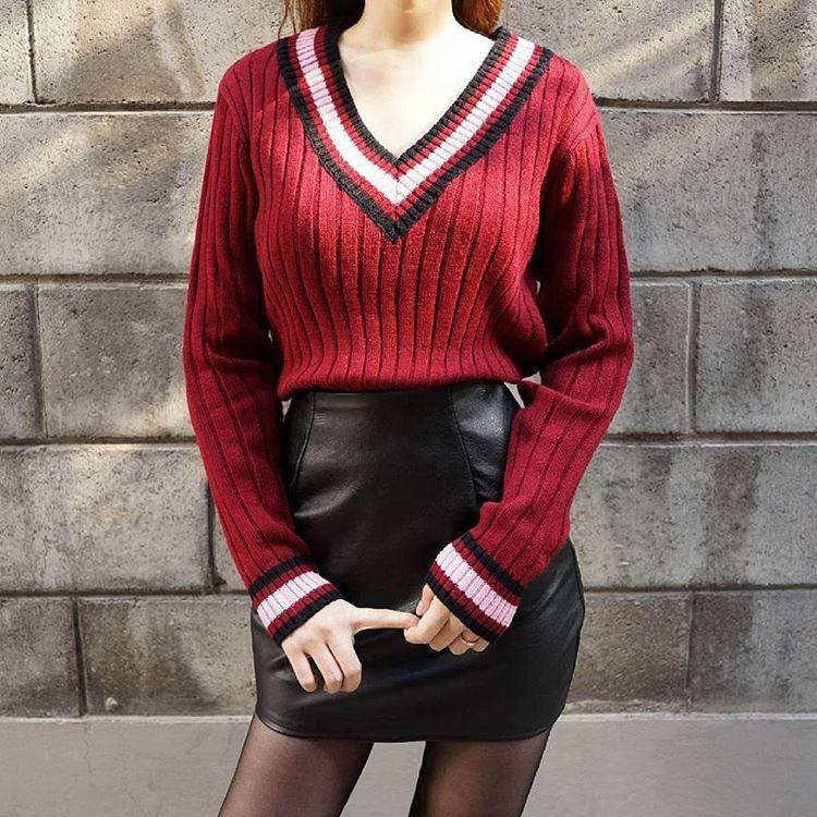 : @mixxmix_girl More Edge in Autumn . Stripe Accent V-Neck Knit Sweater ☞ http://goo.gl/otfaHo . #mixxmix #mxm #hideandseek #365basic #has #mixgirl #mixwoman #girlfriend #twinslook #outfit #dailylook #styling #koreanfashion #streetfashion #koreangirls #casual #trendy #simple #basic #lovely  #unique #original #fashionistargram