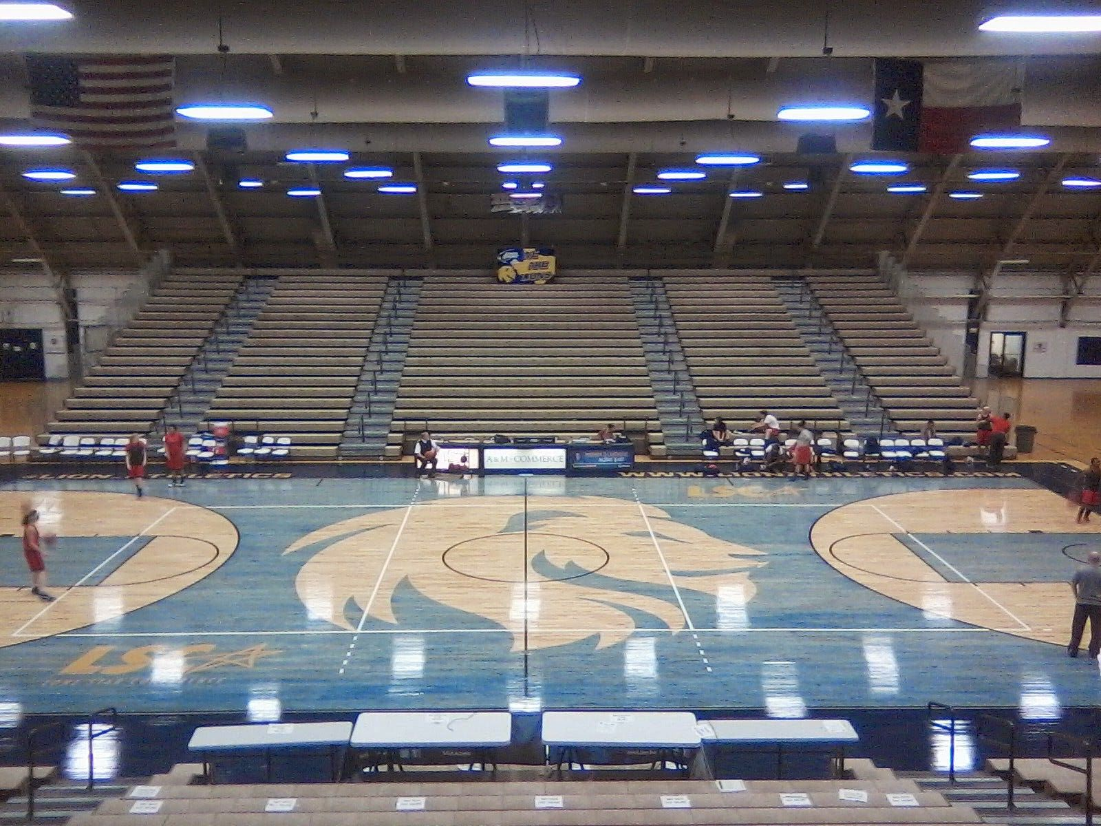 Rogers State Basketball Fear The Claw Coolest College Courts Indoor Arena Basketball Basketball Court