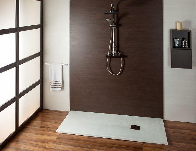 Plato de ducha de carga mineral con conjunto de ducha termostático