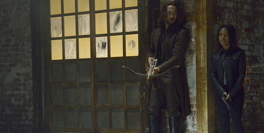 With weapons drawn, Ichabod and Abbie encounter an evil they've never seen before.