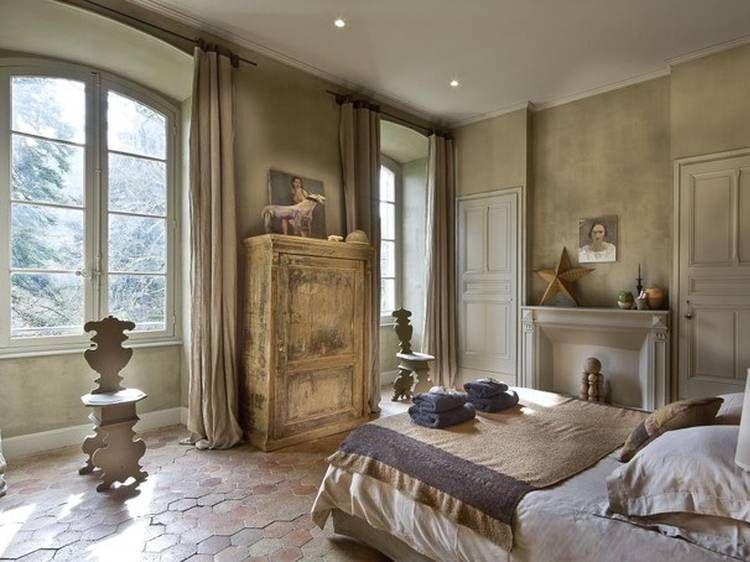 Chambre romantique vintage. Au Château d\'Uzer, la chambre \