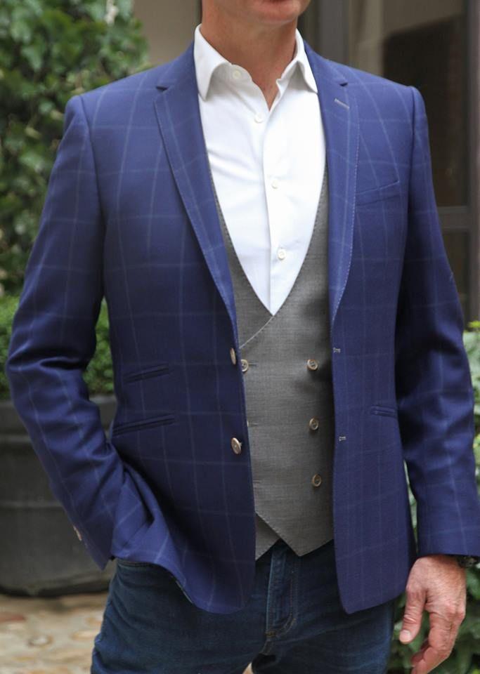 134ea6edf3 Veste sur mesure bleu à carreau. Gilet croisé gris en 6 boutons. #suits  #costume #gilet #mode