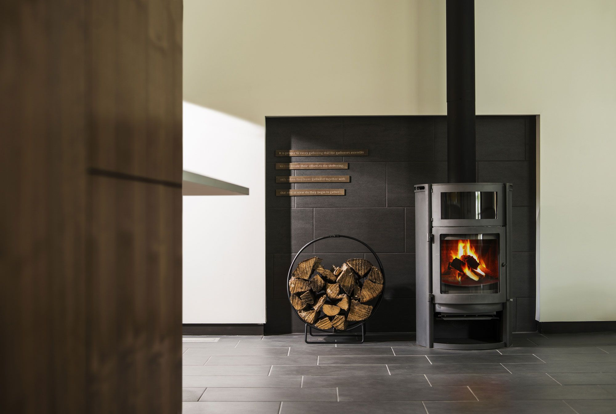 Kaminofen Raumluftunabhängig Hark Black Modern Fireplace In Natural Small Log Home Design For Small