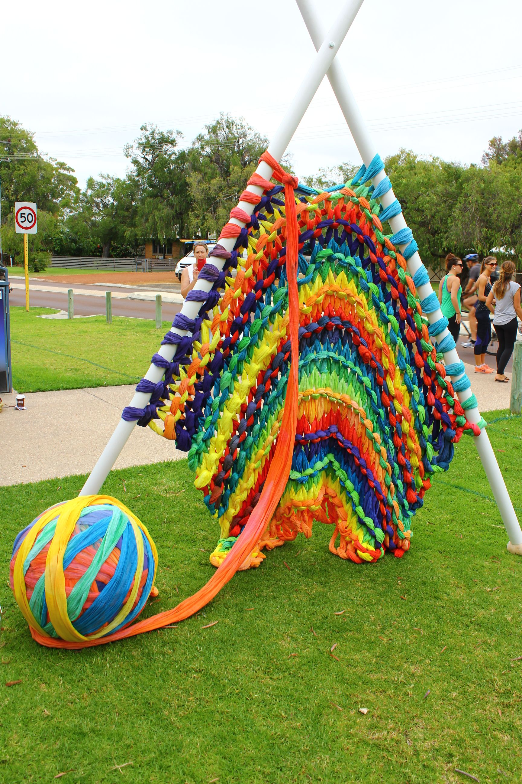 Steiner Knitting Rhyme : Giant knitting sculpture created by and year olds at