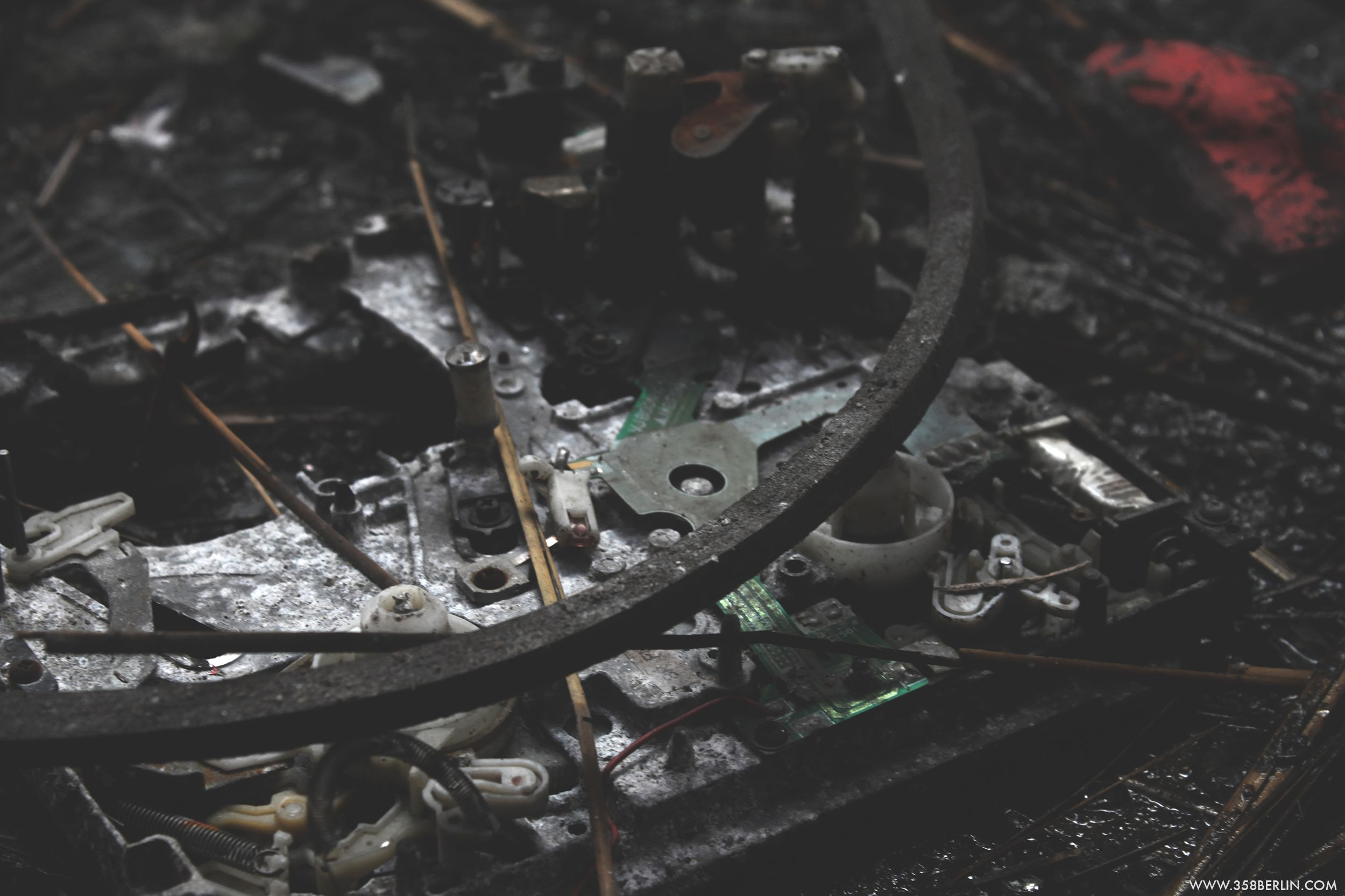 Berlin Blub (abandoned spa) #details #ground #broken #computer #Berlin