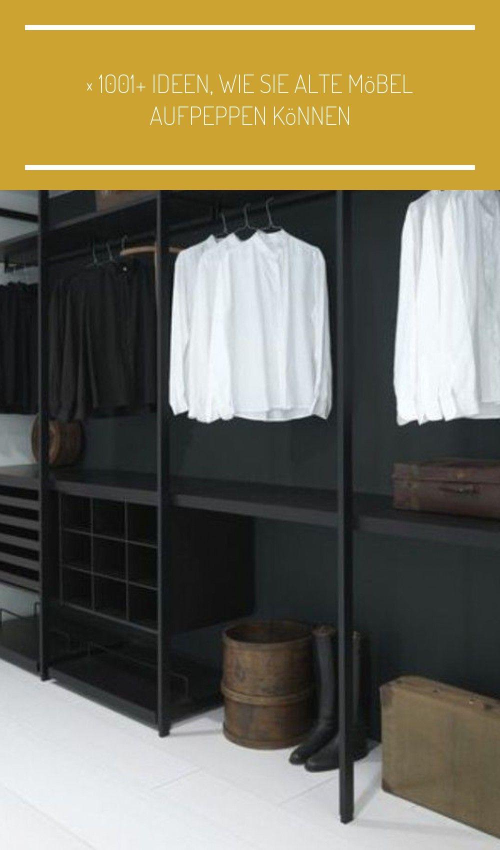 Offener Kleiderschrank Schwarz Weiss Koffer Stiefel Altbauwohnung