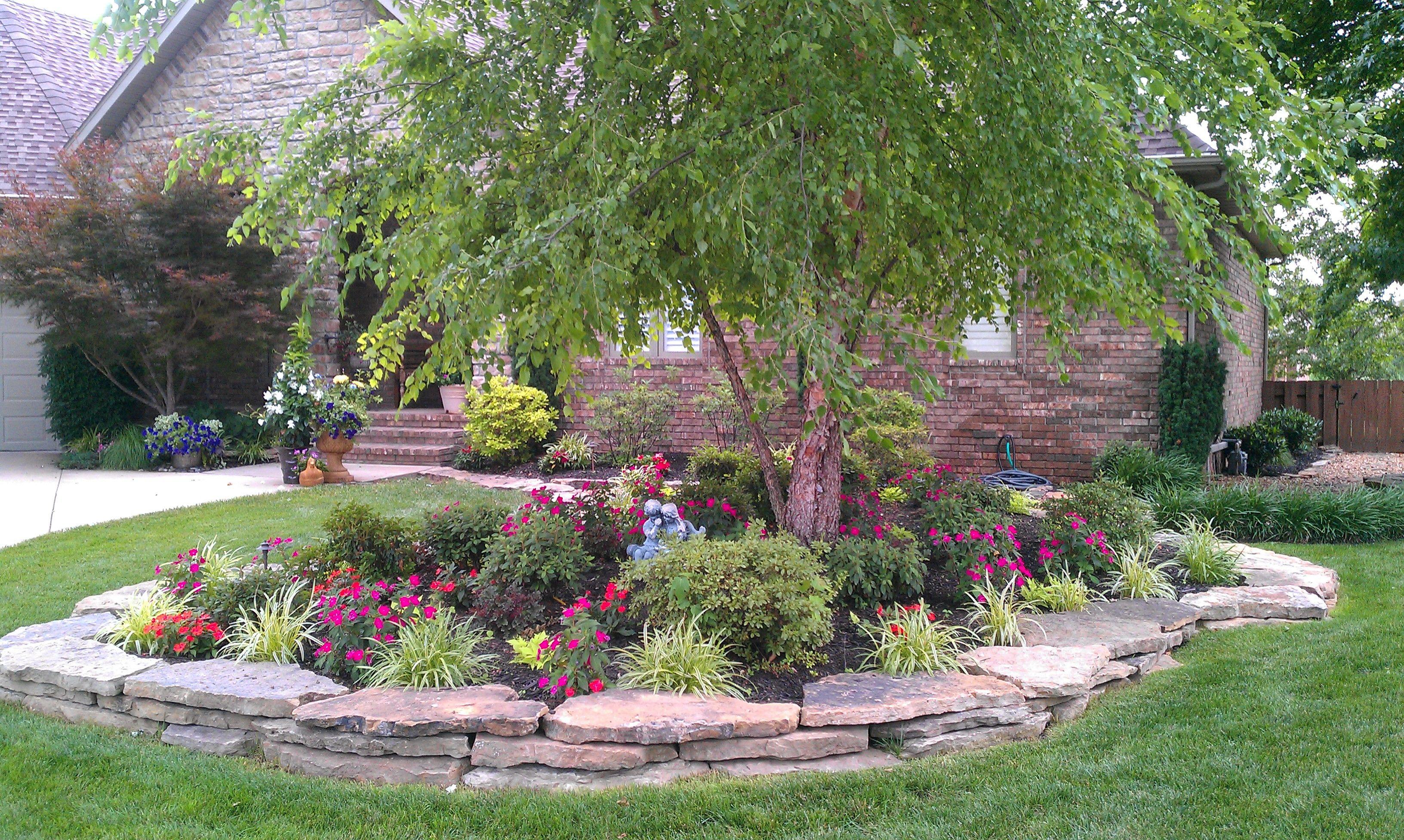 Diy landscape design for beginners landscape designs for Ideas for planting flowers in front yard