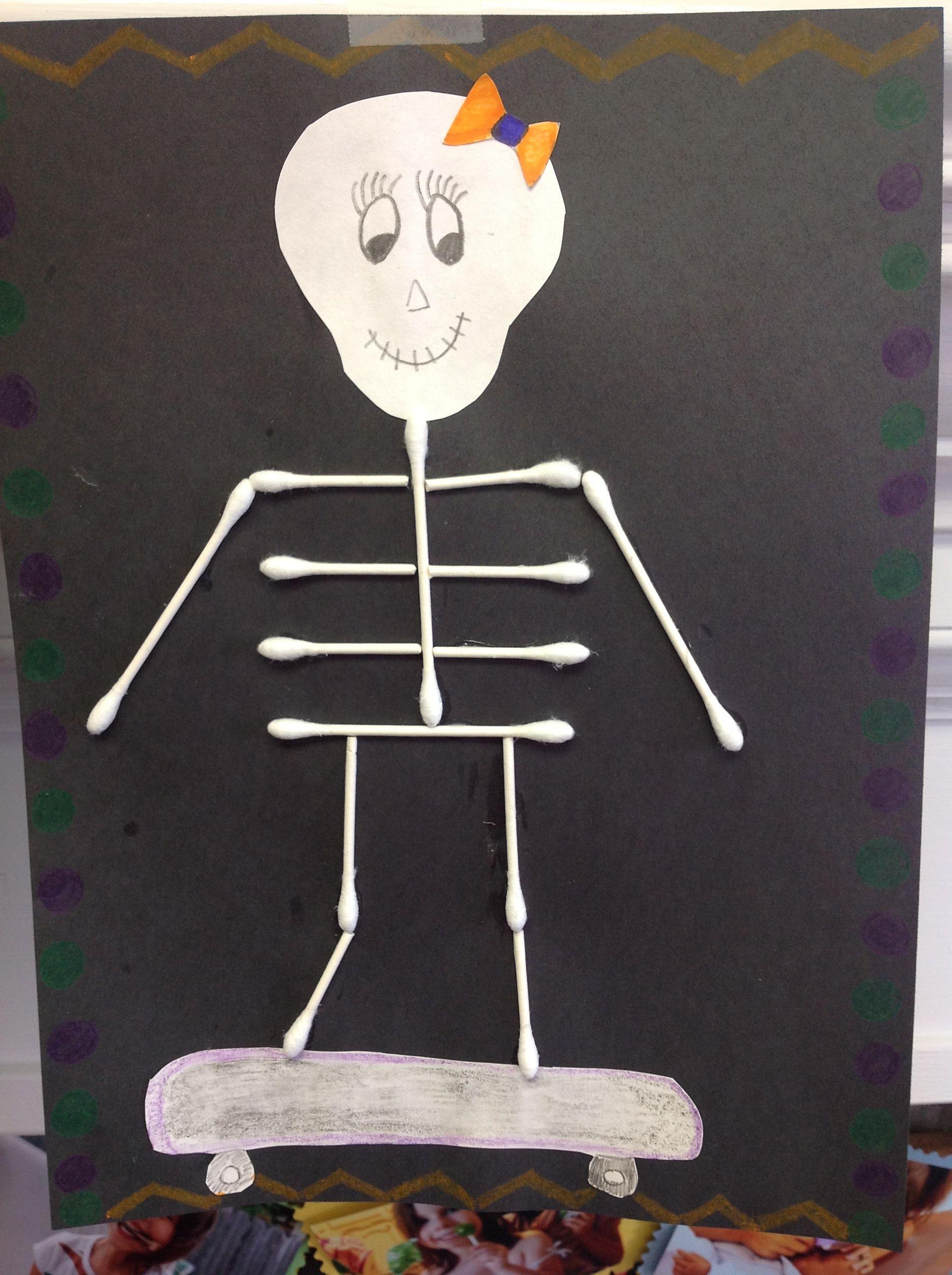 bricolage de squelette avec q tips halloween bou. Black Bedroom Furniture Sets. Home Design Ideas