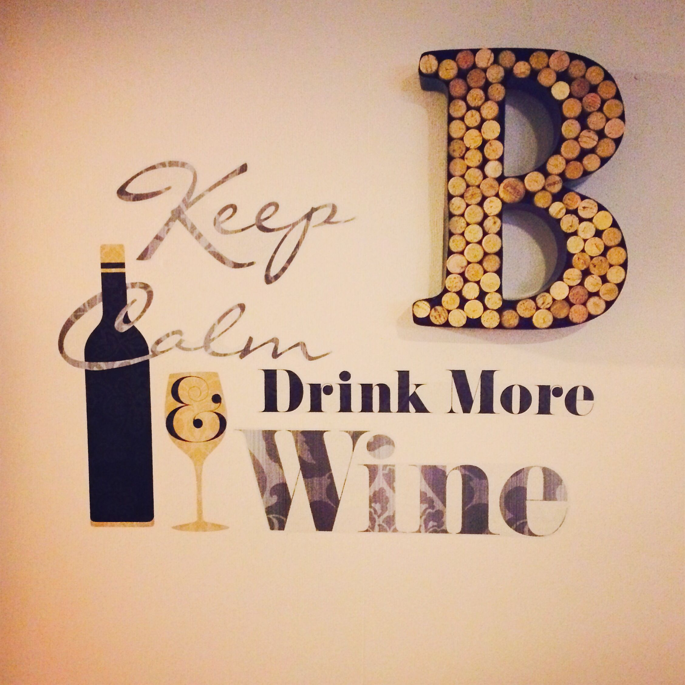 For wine lovers... Some cute and crafty wall decor!