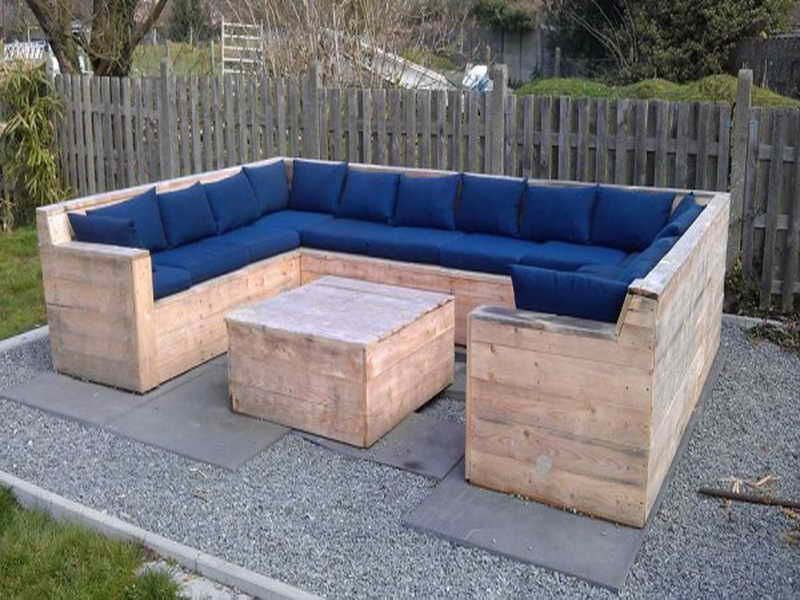 Pallet Patio Furniture Ideas With Blue Color Couch