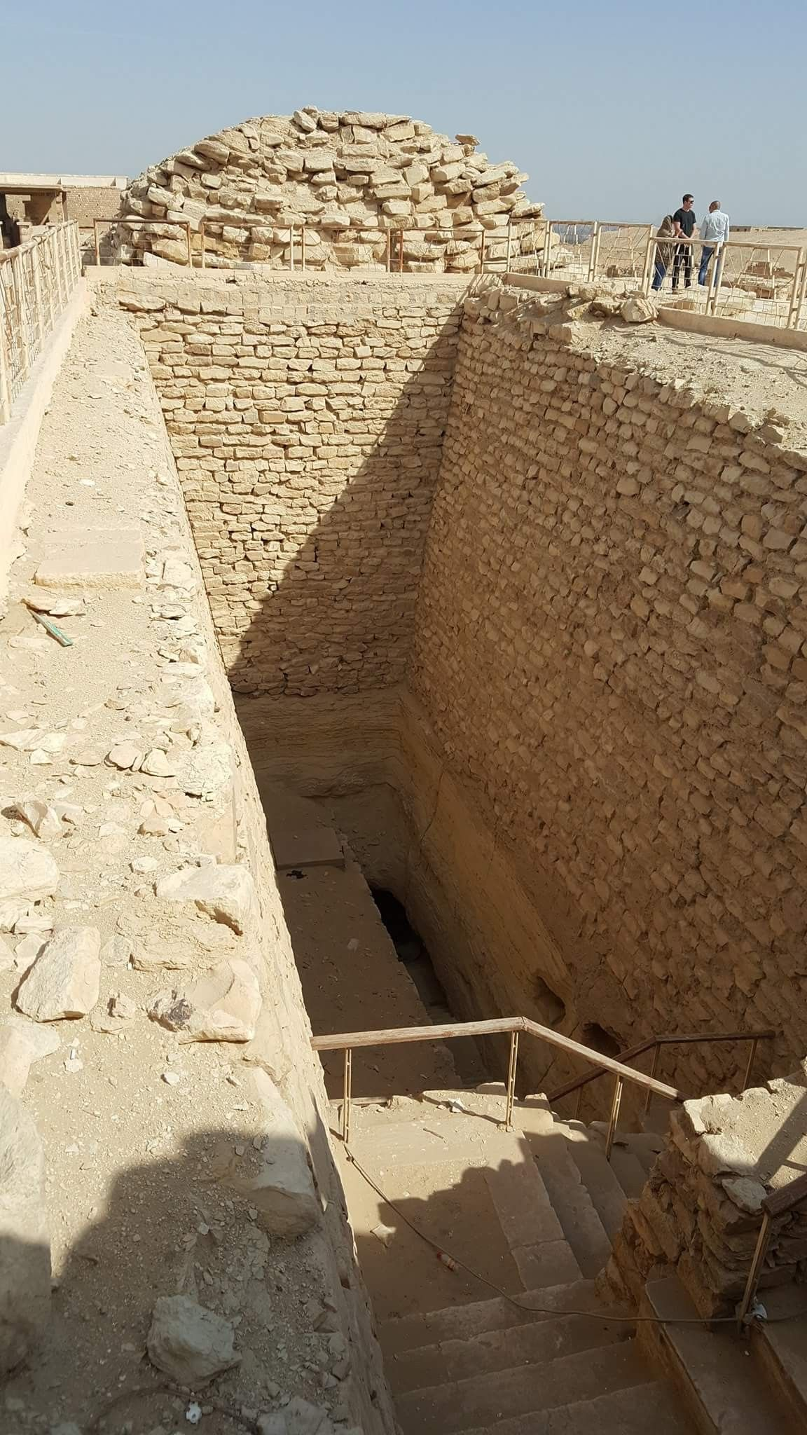 Tomb Found By Archeologists At Memphis Egypt Ancient African Cities