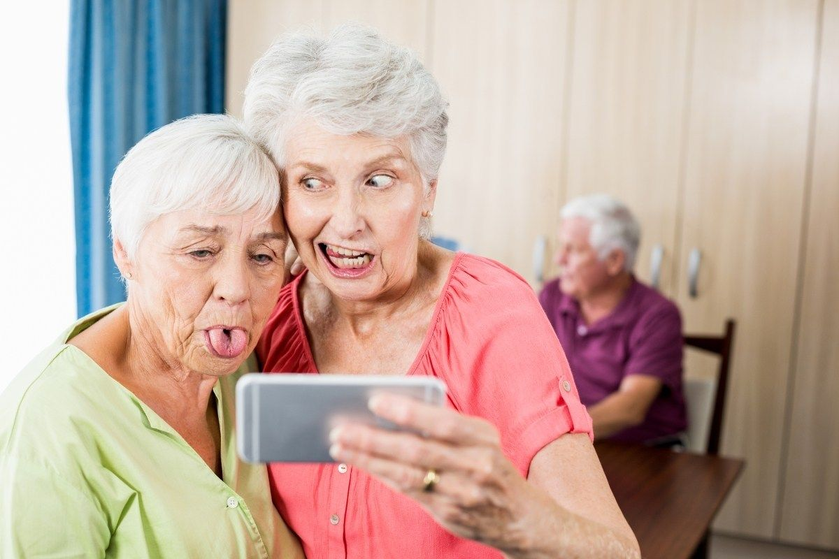 The 10 Best Verizon Flip Phones for Seniors 2019 in 2019