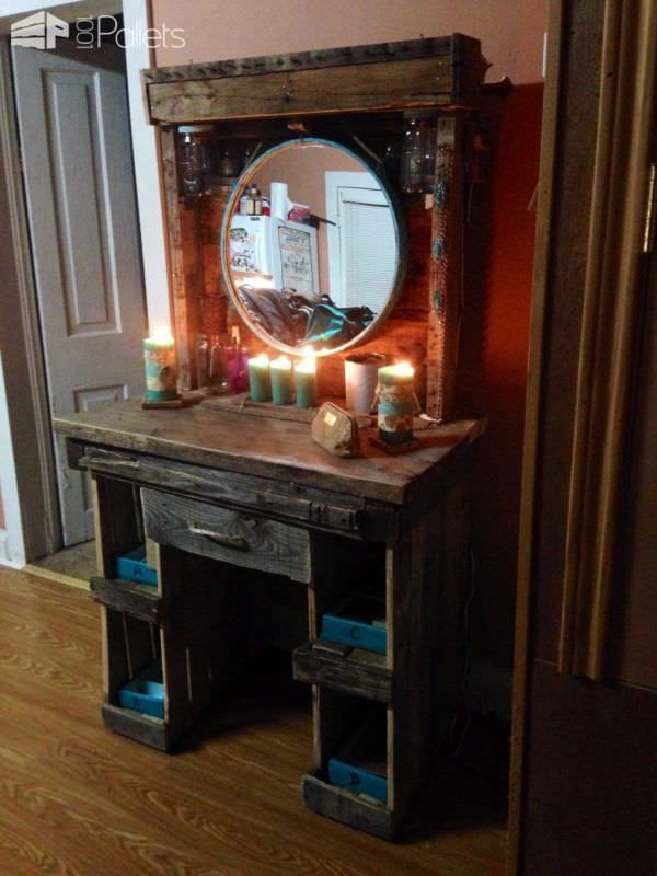 Makeup vanity made from reclaimed wooden pallets pallet for Diy wood vanity