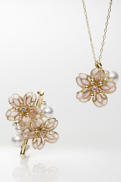 MIKIMOTO yellow gold settings warm up the pearl