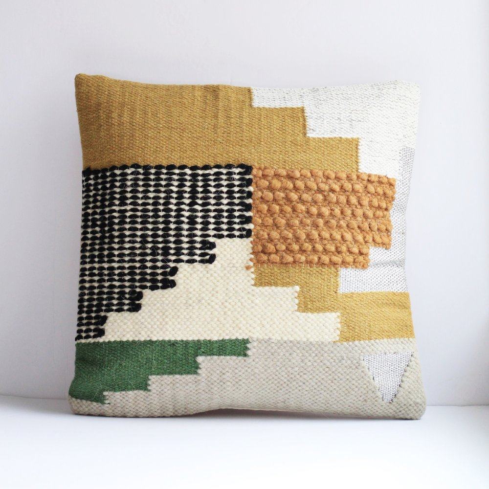 Pin By Leah Weinberg On Throws And Pillows Kilim Pillows Green Throw Pillows Throw Pillows Bedroom